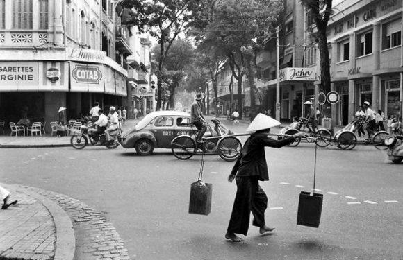 Nghề gánh nước Sài Gòn xưa