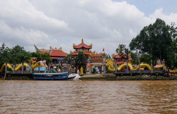 Chùa Phước Long –  ngôi chùa nằm giữa sông ở Sài Gòn